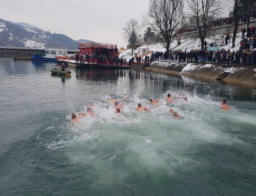 Пливање за Часни крст на Перућцу